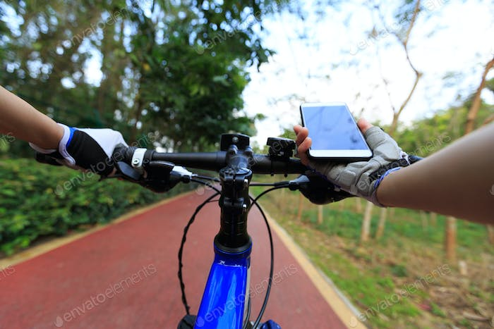 Cycling with mobile phone for navigation