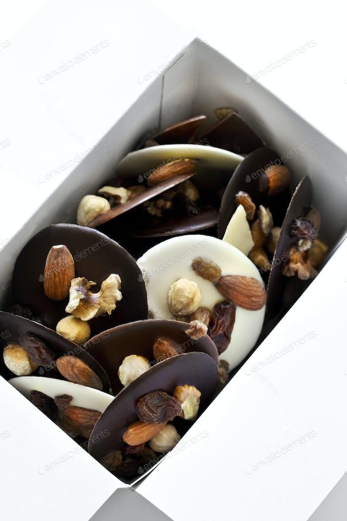 Schokolade und getrocknete Früchte