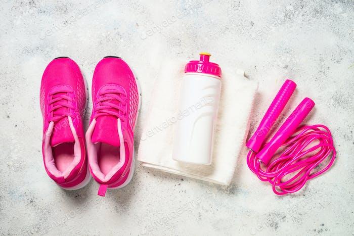 Fitnessgeräte flaches Laienbild auf weißem Hintergrund