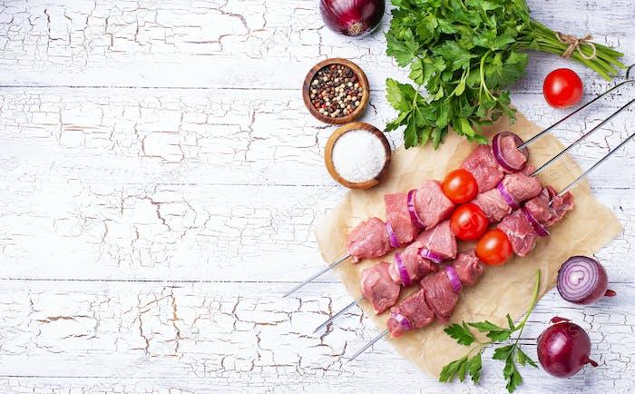 Raw shish kebab skewers with tomatoes