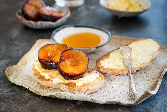 Sandwich with goat cheese, baked plum and honey