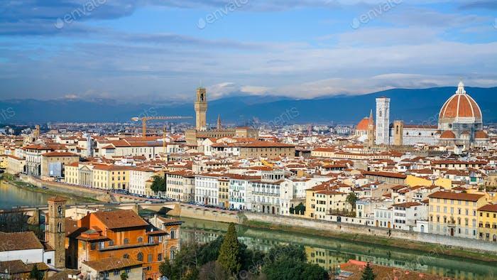 Panoramablick auf Florenz Stadt im sonnigen Winter