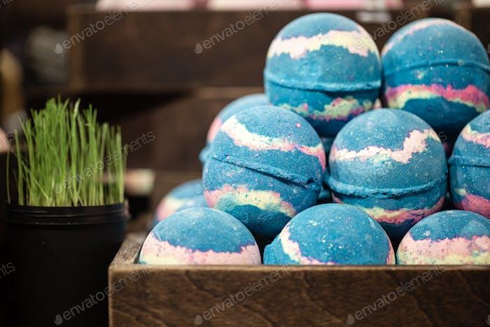 Handgemachte Kosmetik Salzbomben für das Bad