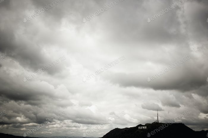 Wolken über der Landschaft.