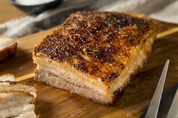 Gebratenes Bio-Schweinebauchfleisch