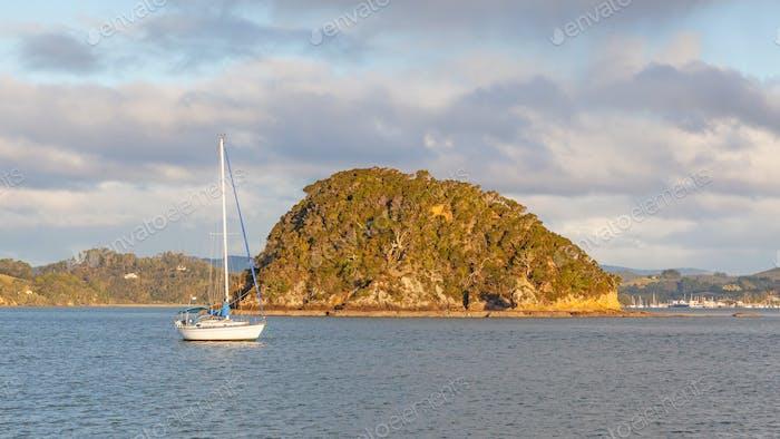 Die Bucht von Inseln in der Nähe von Russell