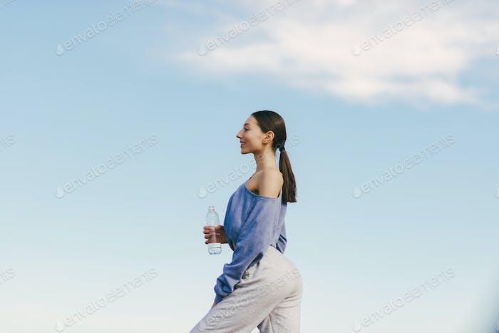 милые девушка обучение на а небо backgroung