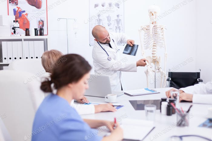 Doctor explaining radiography