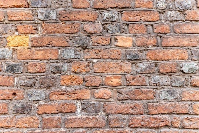 Verwitterte Ziegelmauer