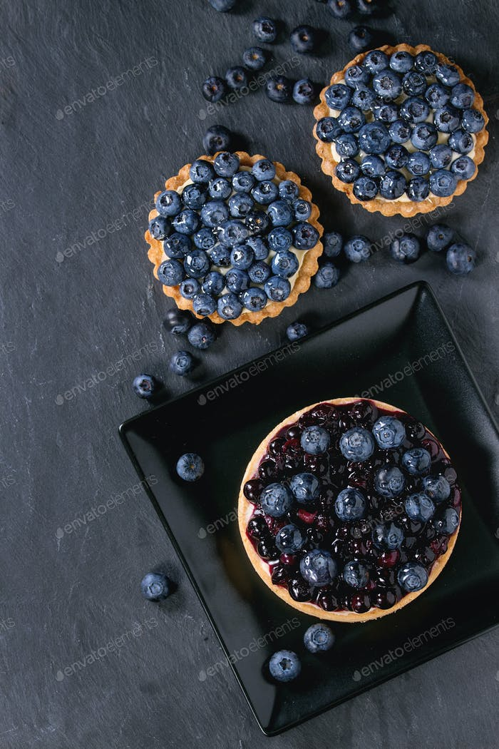 Tarts with blueberries