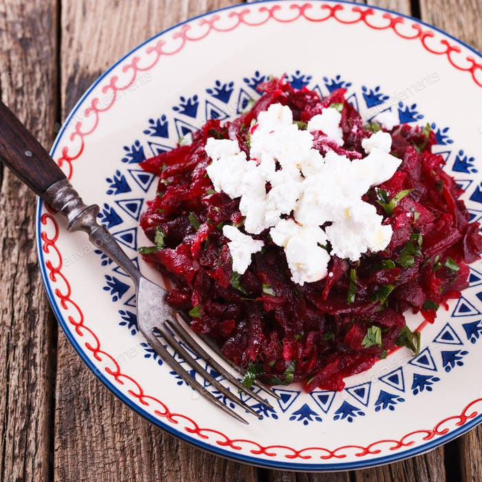 Salad with beets and feta