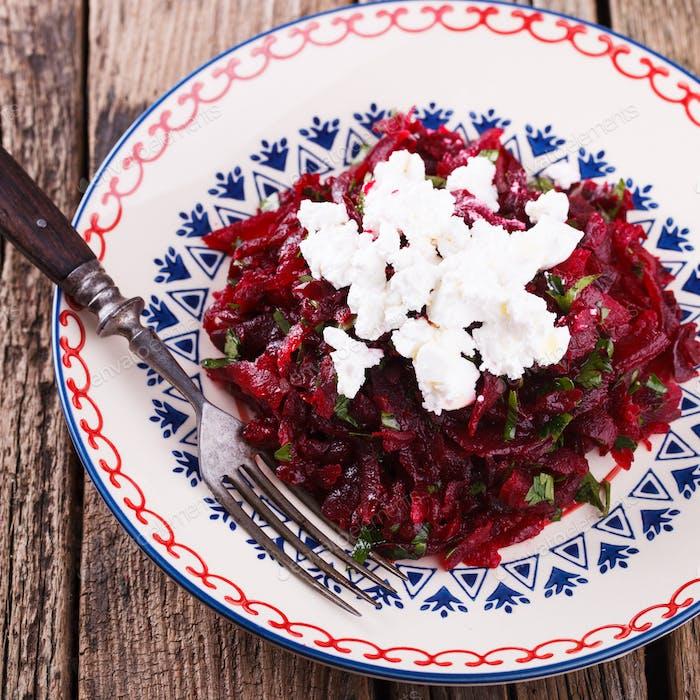 Salat mit Rüben und Feta