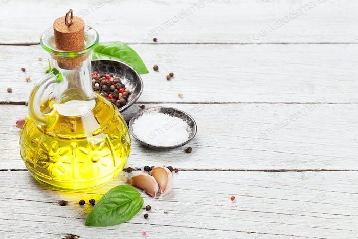 Olivenöl, Kräuter und Gewürze