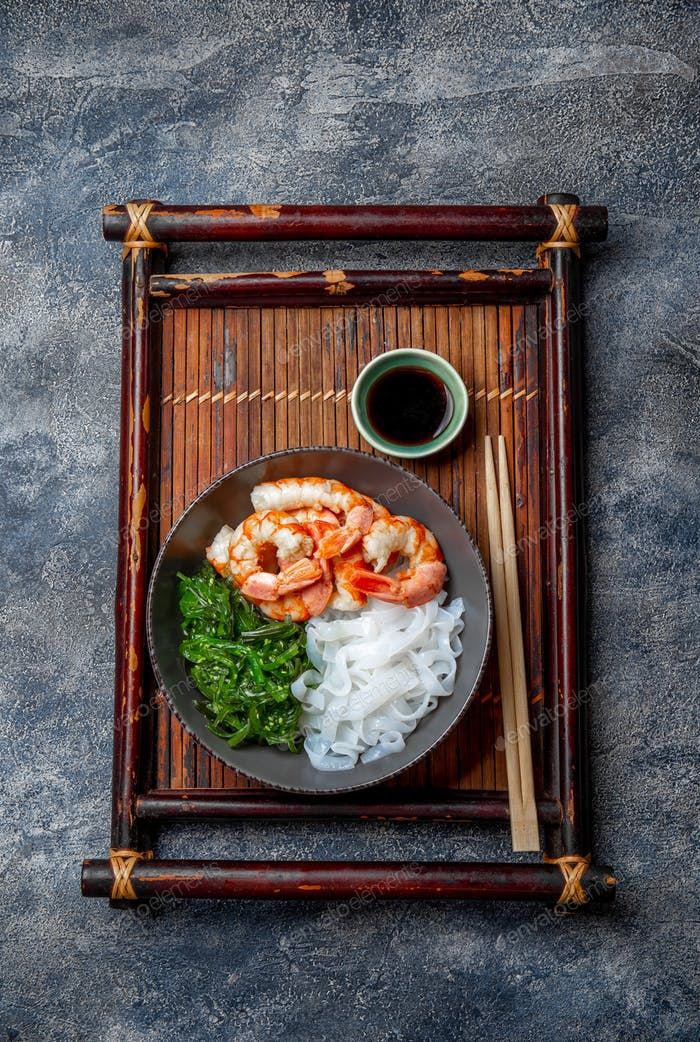 Shirataki noodles, shrimps and seaweed chuka bowl. Healthy low carbs, low calories lanch.