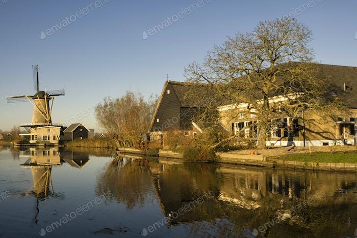 Windmill the Vriendschap along the river Graafstroom