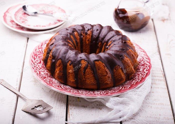 Schokoladenkuchen mit Schokoladenglasur