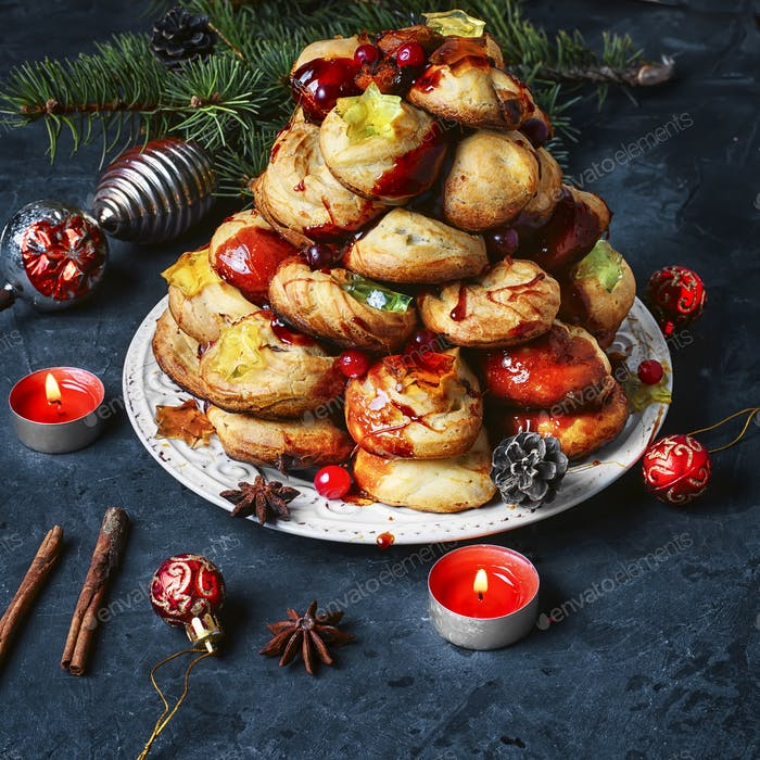 Christmas cake a croquembouche