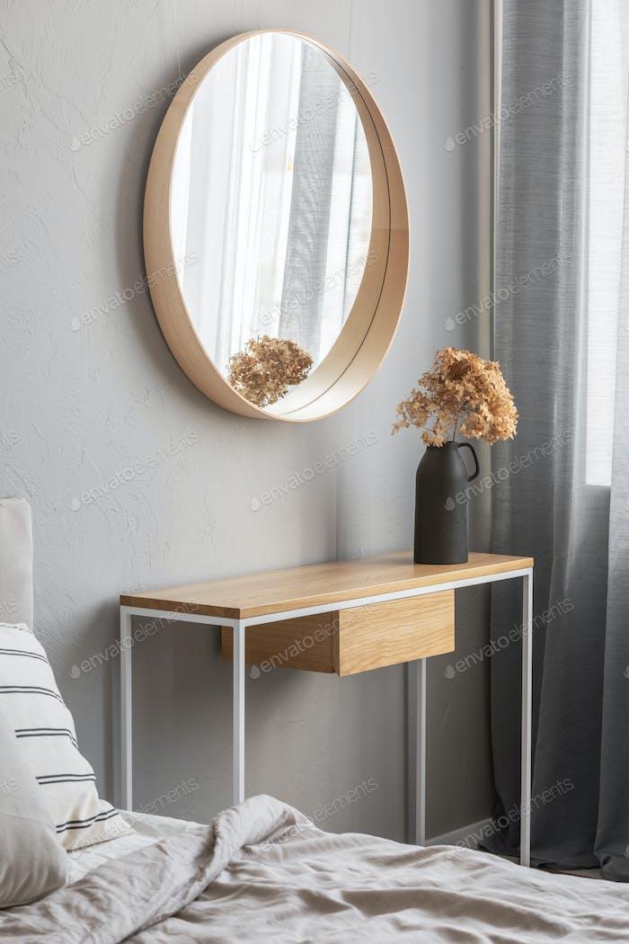 Elegant round mirror