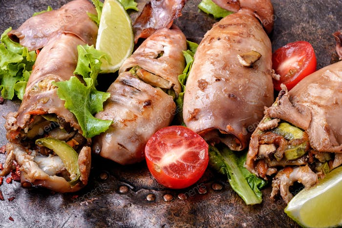 Grilled squid with vegetables