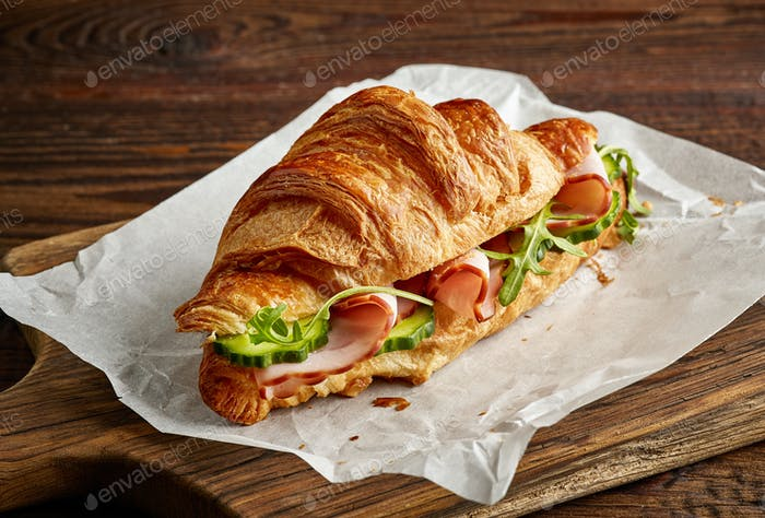 Croissant sandwich with cucumber and ham