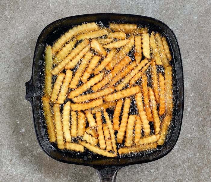 fried potatoes in frying pan