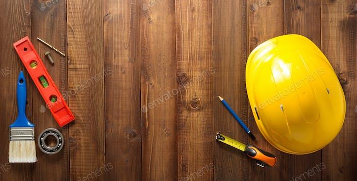 Bauwerkzeuge auf Holz