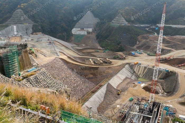 Bau des Staudamms