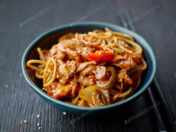 fried noodles and vegetables with hot chicken sauce