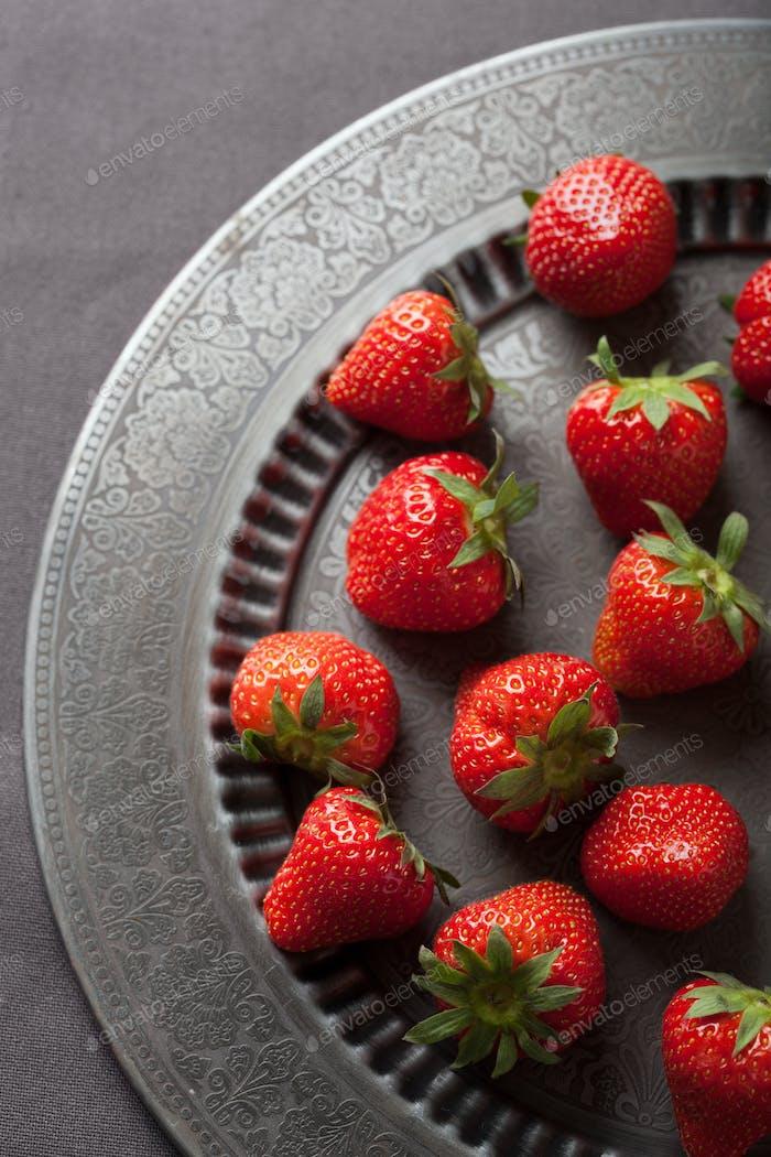 Erdbeere auf Vintage-Platte