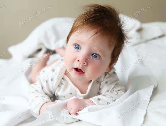 pelirroja hermosa bebé