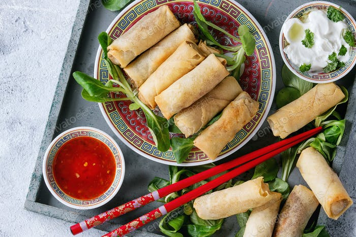 Fried spring rolls with sauce