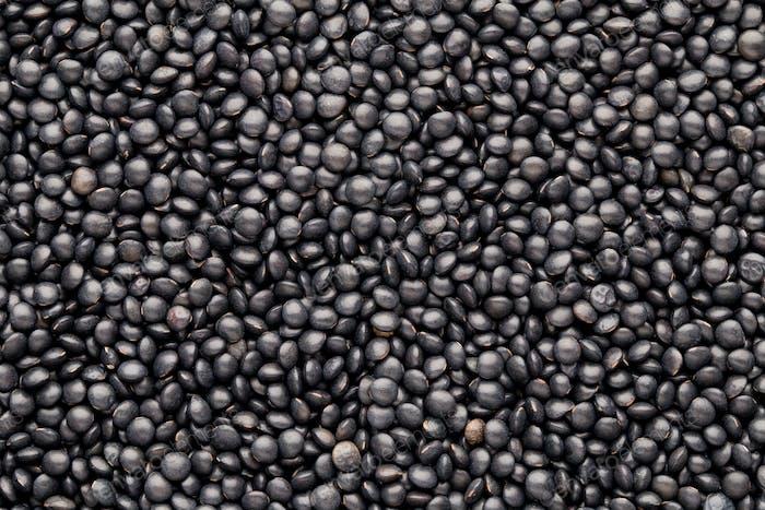 Essen und Kochen Hintergrund von gesunden getrockneten schwarzen Linsen.