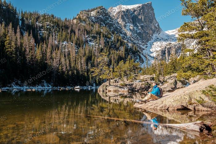 Tourist in der Nähe von Dream Lake in Colorado