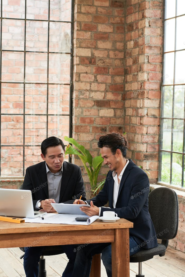 Colleagues planning work