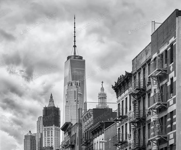 Black and white picture of Manhattan architecture.