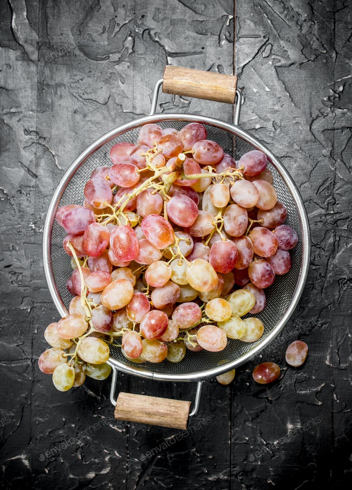 White grapes in a saucepan.