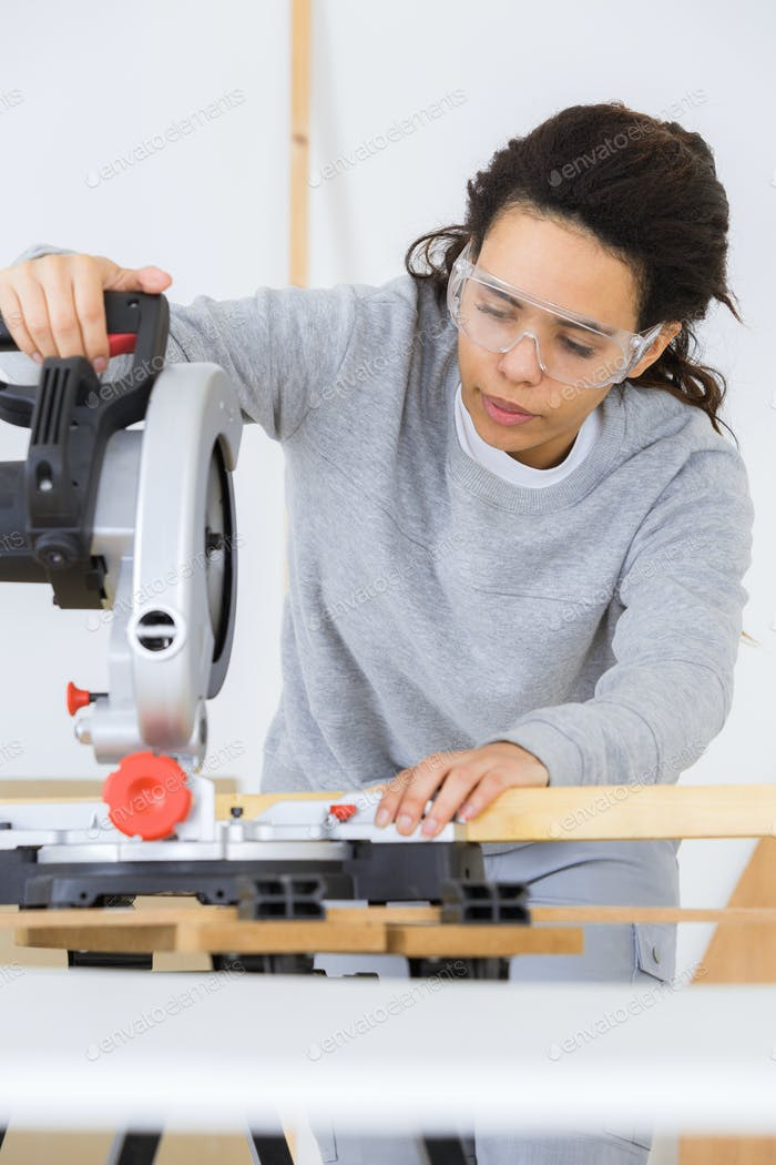 female carpentry worker