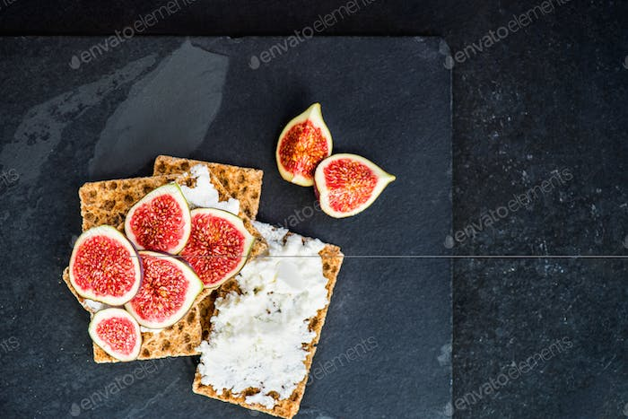 Healthy snack from wholegrain rye crispbread crackers, figs and