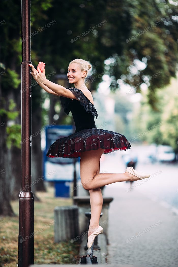 ballerina makes selfie