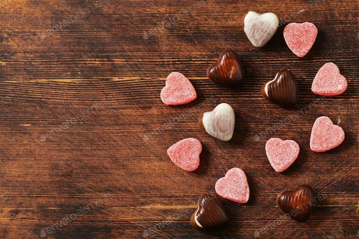 Corazones de caramelo de chocolate.