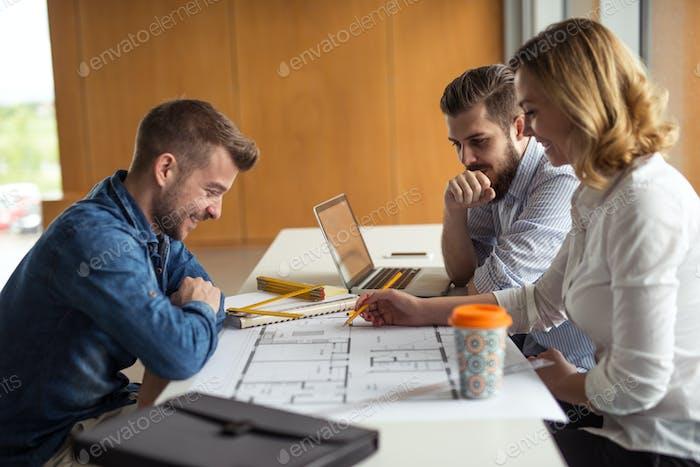 Gemeinsam an einem Projekt arbeiten