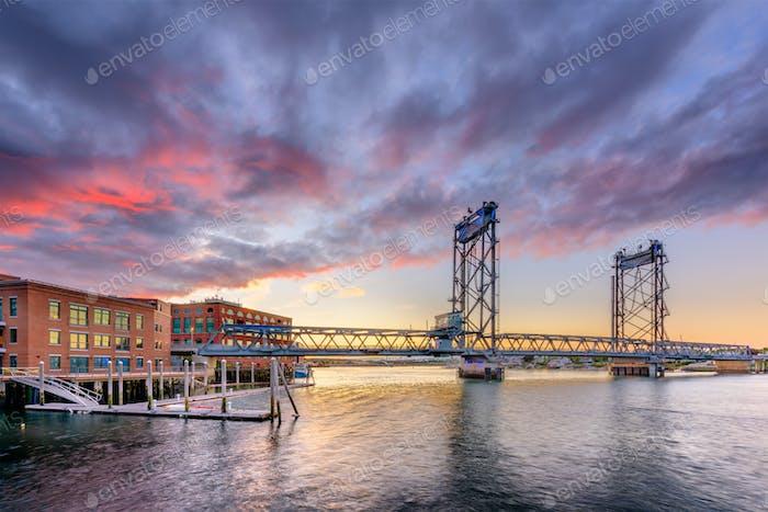 Portsmouth, New Hampshire, USA bei Memorial Bridge auf der Piscata