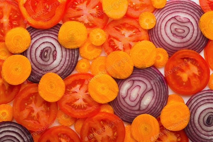 Colorful slices of tomatoes, carrots and onion