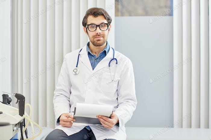Médico joven