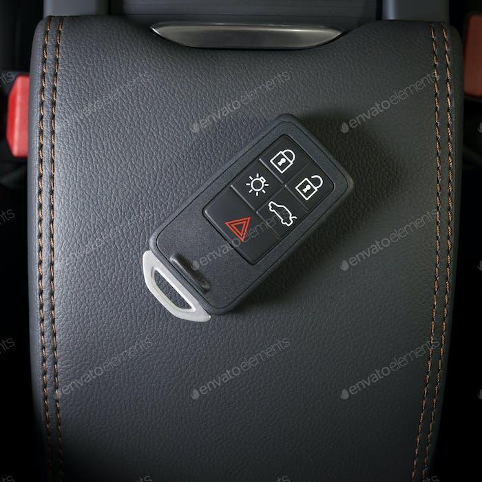 Autoschlüssel im Innenraum