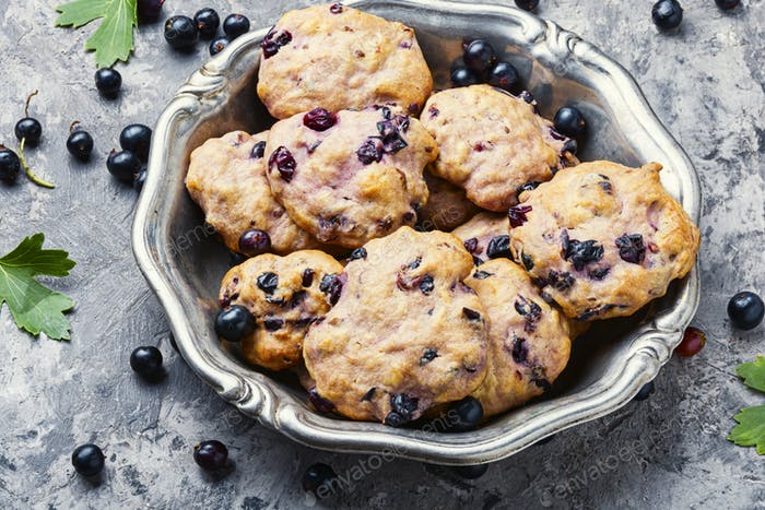 Cookies with blackcurrant berries