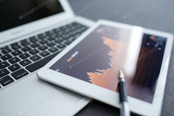 Börsenhandel auf einem Tablet-Computer