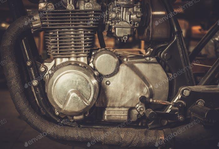 Primer plano de un Motor de Moto cafe-racer