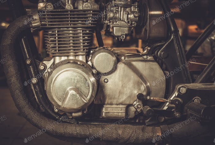 Nahaufnahme eines Cafe-Racer-Motorrad-Motors