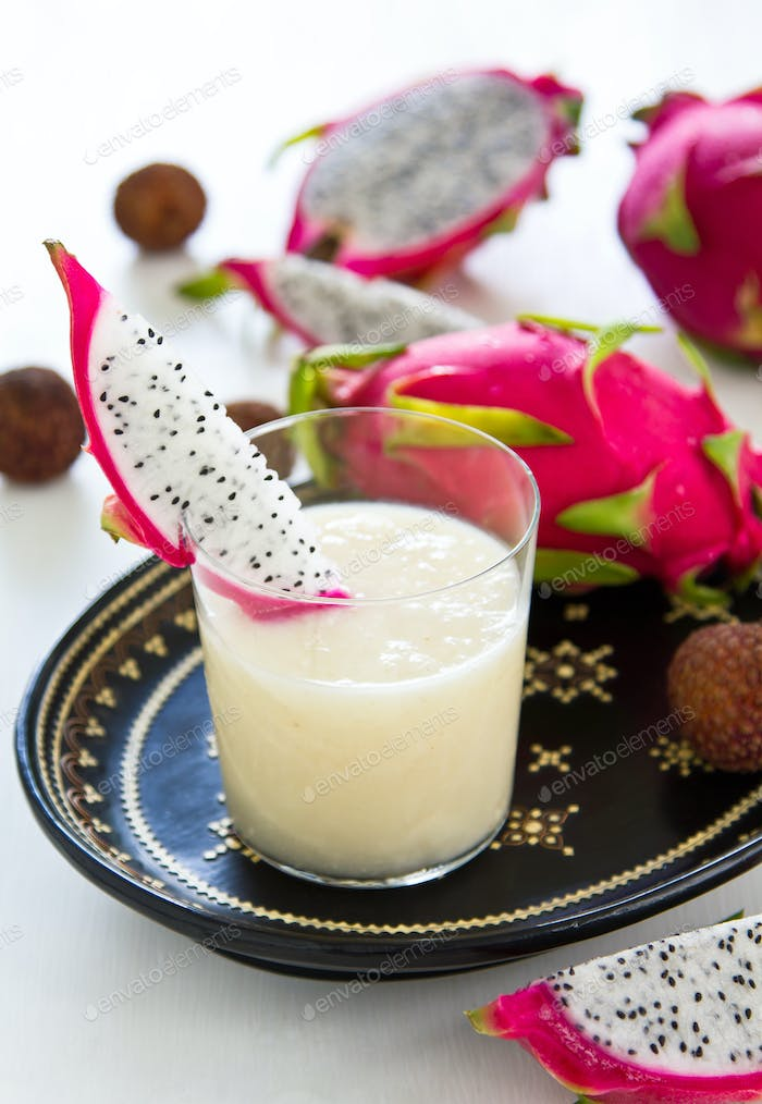 Lychee with Dragon fruit smoothie